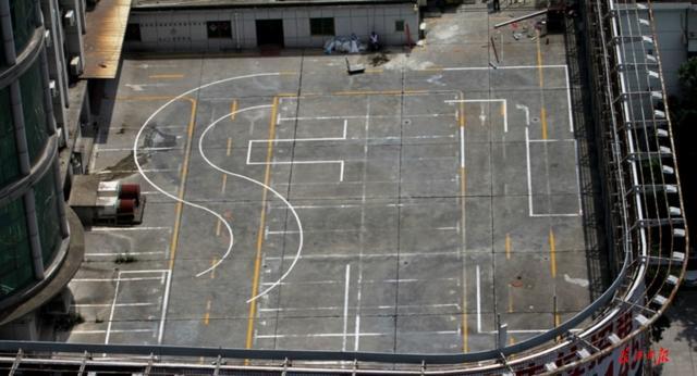 楼顶平台开空中驾校 负责人:不会有多大问题