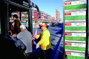 """北京街头的""""柠檬黄"""":九千引导员托起城市文明指数"""