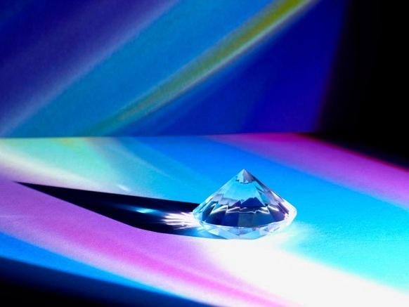 钻石配激光 让无人机抛下大电池也能飞行