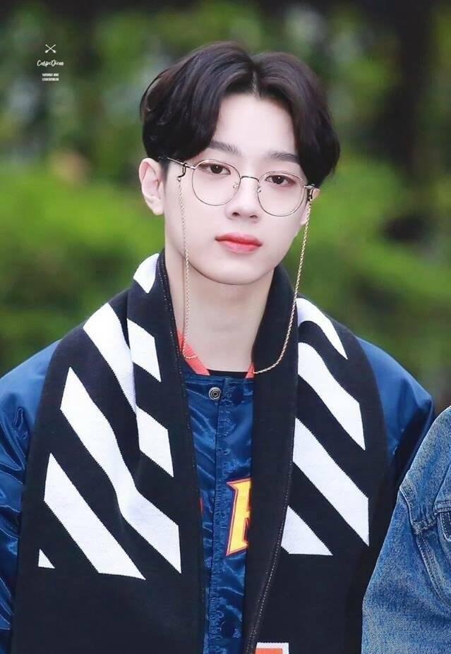 那些超适合戴眼镜的韩国男爱豆们!