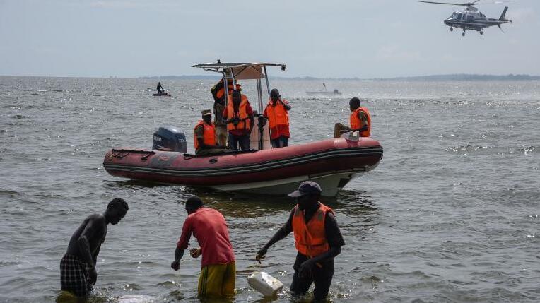 """乌干达一""""超载""""游轮发生翻覆事故 至少31人死亡"""