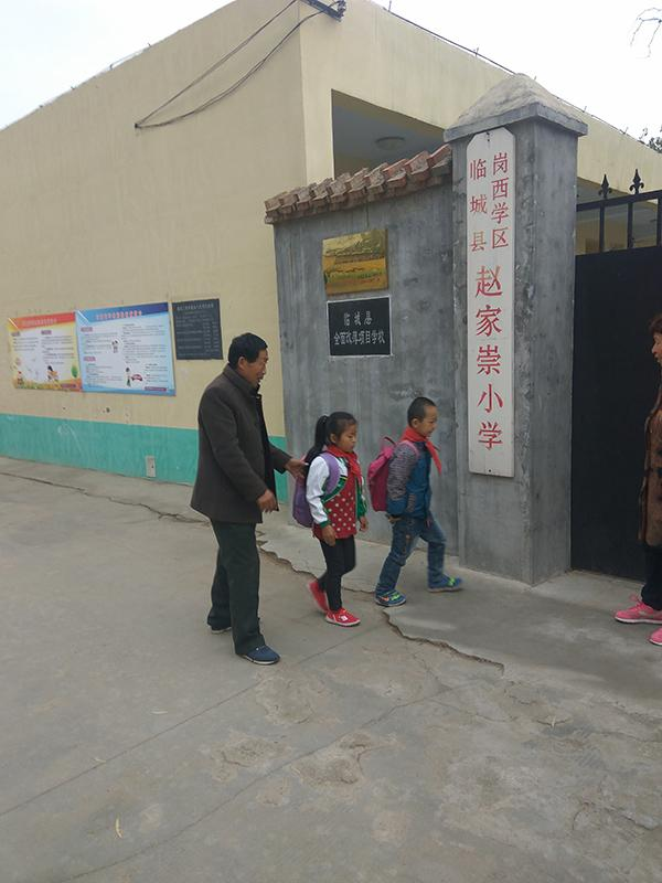 夫妻教师撑起一座村小:坚守34年,教出数百大学生