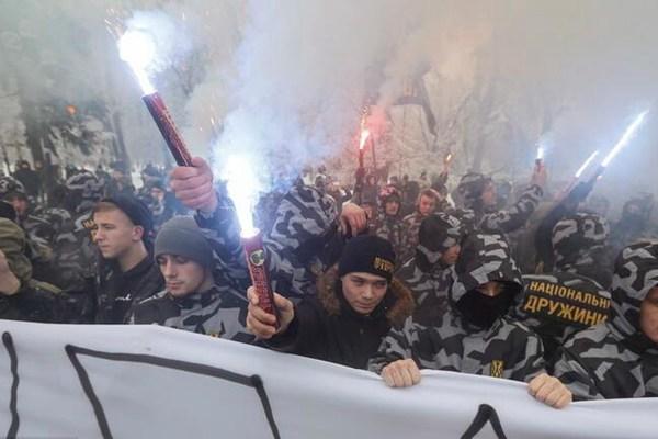 乌克兰极右翼成员举行集会活动 抗议军舰遭俄罗斯扣押