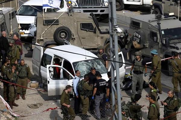 约旦河西岸:一名巴勒斯坦人驾车袭击以色列士兵被击毙