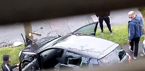 英男子偷工具开车逃跑撞树 被抓到骂得狗血淋头