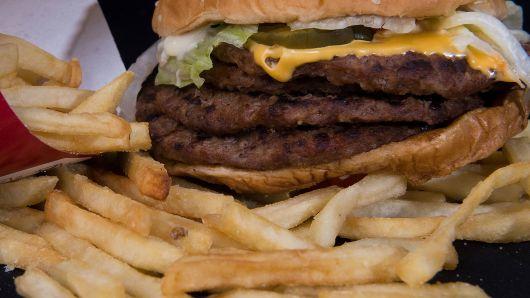 为降低儿童肥胖 伦敦交通系统禁止投放垃圾食品广告