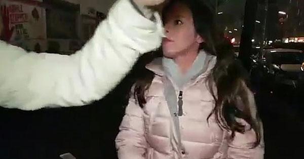 以色列女记者德国街头做报道遭暴徒烟火袭击