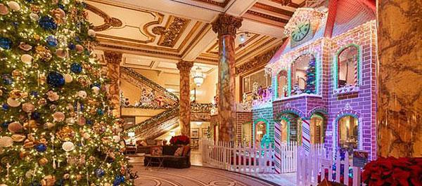 美酒店推出双层巨型姜饼屋 可坐屋内用餐