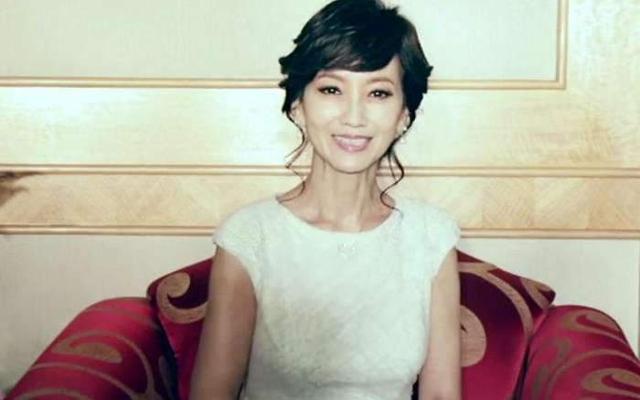 同样是奶奶辈演员,斯琴高娃选择优雅老去,蔡明刘晓庆靠玻尿酸强撑