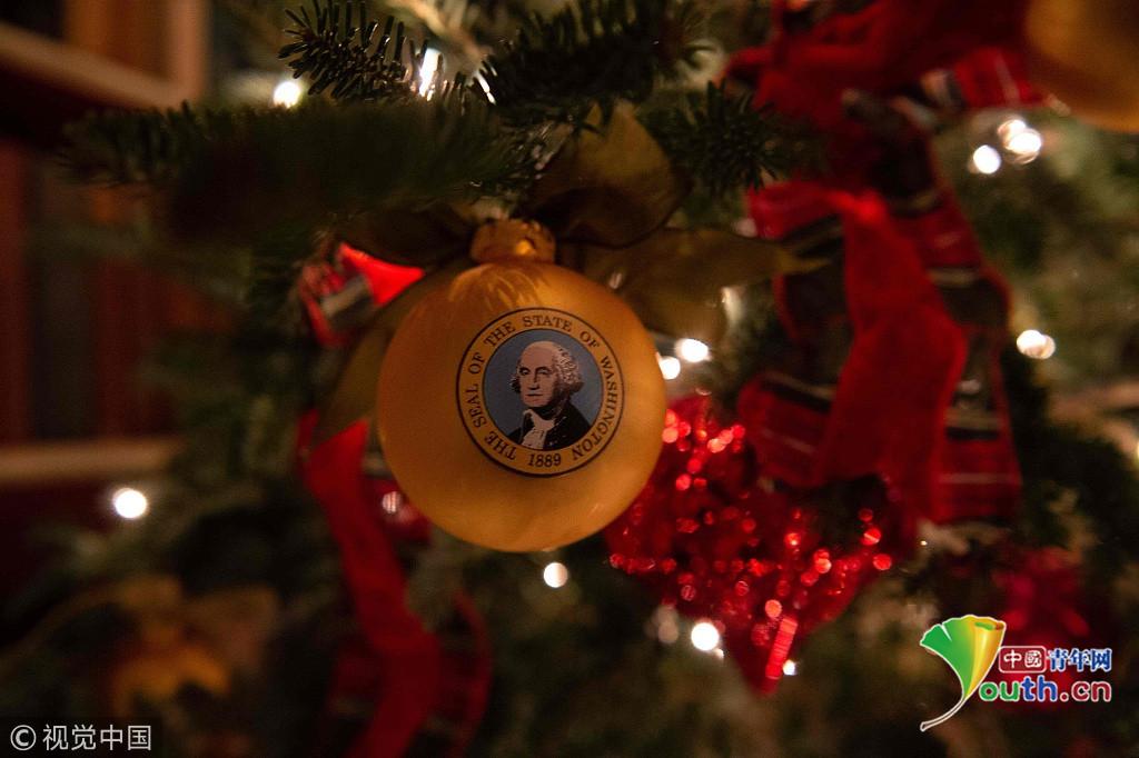 白宫圣诞装饰曝光 宛如童话世界