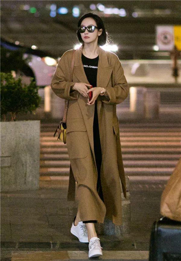 杨丞琳300块卫衣超减龄 明星有哪些平价好看单品