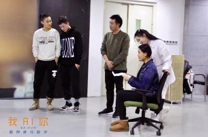 音乐剧《我AI你》李健献唱首支宣传曲 唯有爱与陪伴