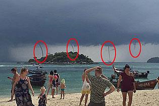 天然异景!泰国一小岛海疆同时呈现四个水龙卷