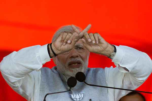 印总理莫迪为竞选集会站台 握拳演讲慷慨激昂