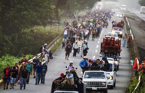 美海关动用催泪弹驱散移民 墨方要求美展开调查