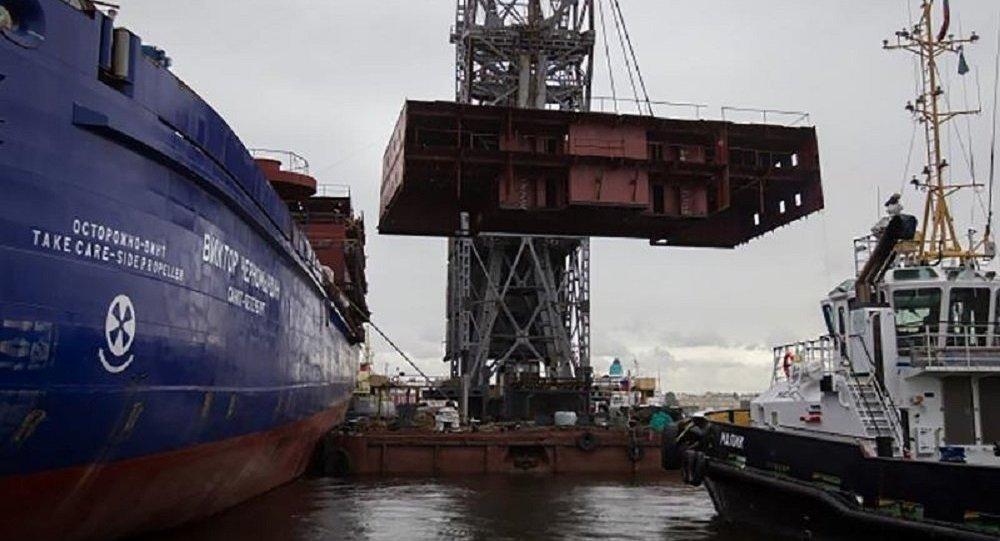 俄媒:俄在建破冰船发生火灾 火势蔓延至两层甲板