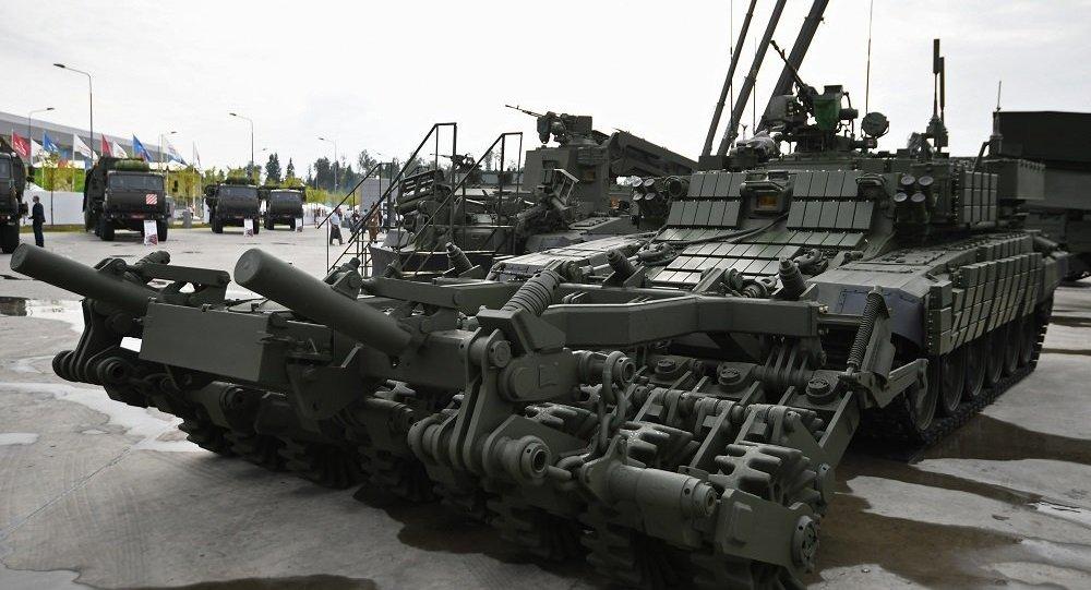 俄陆军接装最新型装甲扫雷车 用T-90坦克改装
