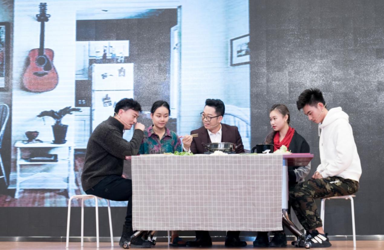 西安杨森支持公益话剧《为艾发声》首演