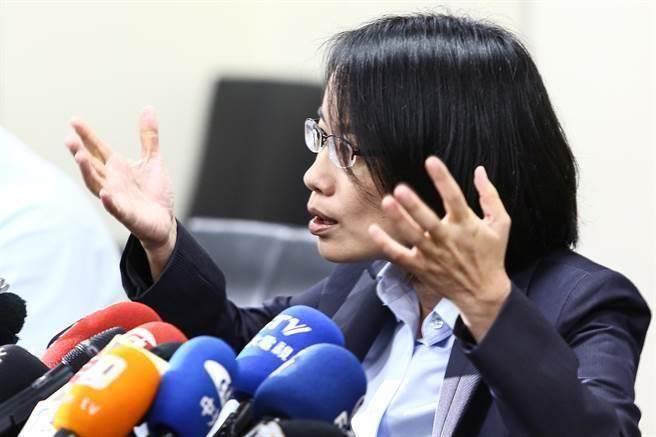 """蓝营新科议员主张修改规定 吴音宁""""保护伞""""或被摘"""