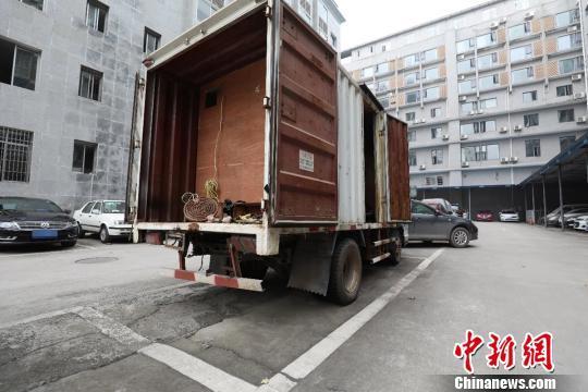 """四川警方打掉一制贩毒团伙 毒犯在""""流动货车""""内制毒"""