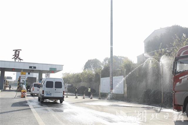 湖北高速收费站首次安装喷淋系统