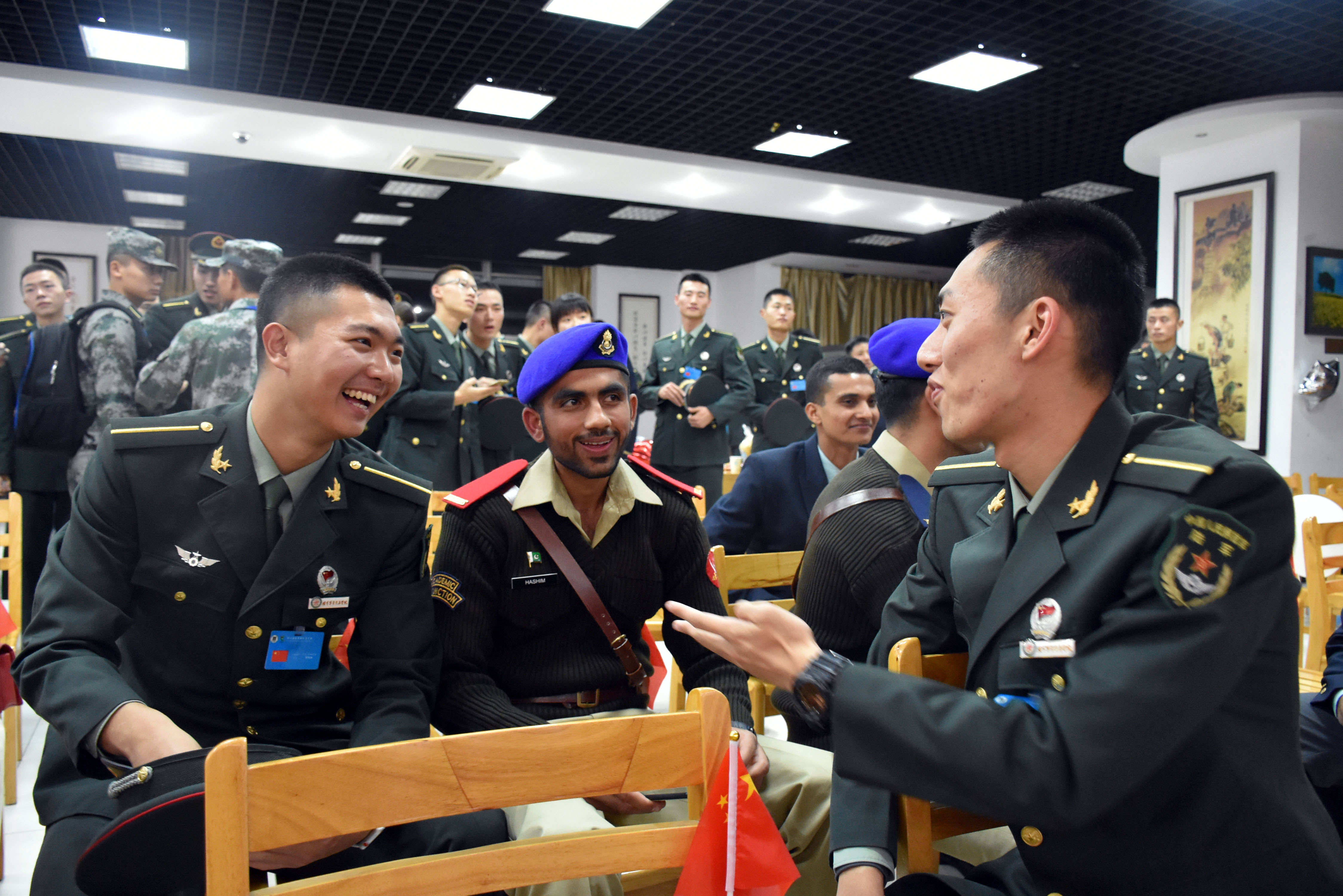 外军学习解放军操练 日本学员进行队列展示(图)