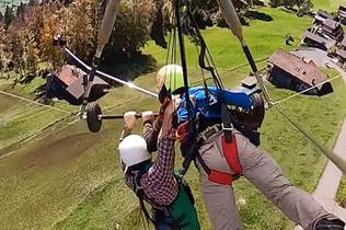 梦魇!美女子玩滑翔伞忘扣宁静带全程吊着体验
