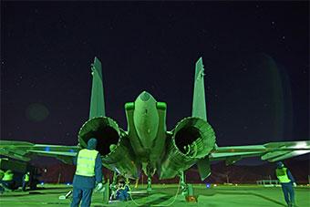 空军战机拂晓飞行训练锤炼全天候作战能力