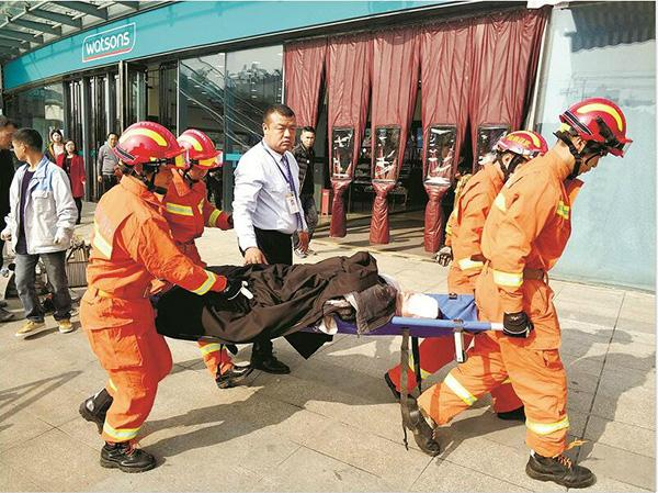 电梯维保员工作时被卷入商场扶梯 经抢救无效身亡