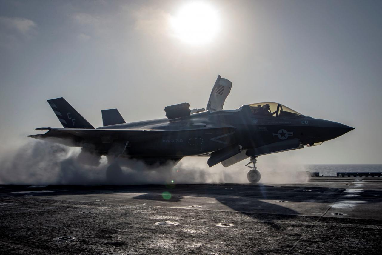日本防卫相曝正在研究F-35B 未来将配20架上舰