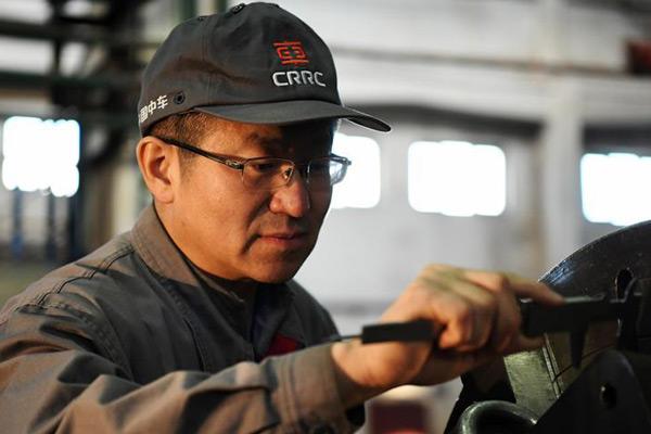 工匠朱文韬:车出的钢屑能点燃