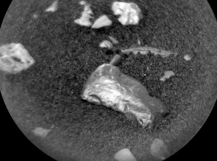 NASA好奇号在火星上发现闪亮物体:或为陨石