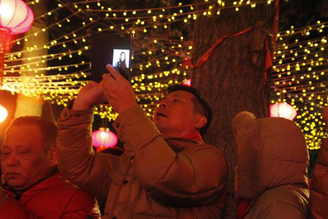 苏州市民用移动4G网络同家人视频通话,分享节日甜美