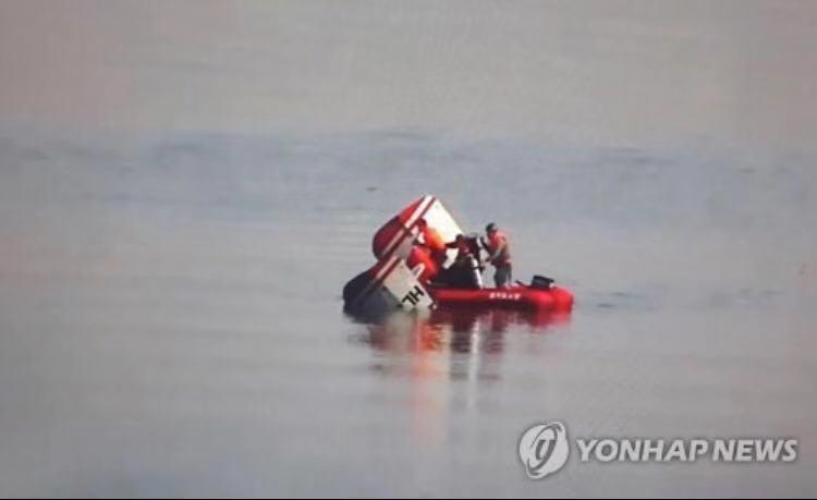 突发!韩国一架直升机坠入汉江 机上搭乘3人