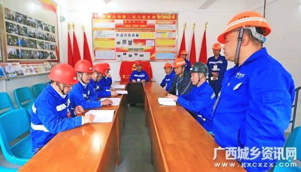 高峰矿业公司开展环保处置应急演练