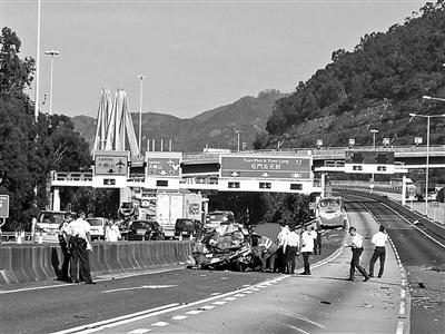 香港巴士车祸致5死32伤