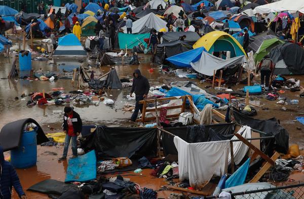 美墨边境难民营卫生差恐爆发传染病 200人自愿被遣返