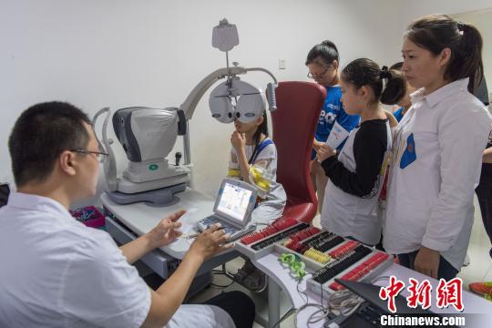 中国近视人群高达6亿人 如何才能化解近视危机?
