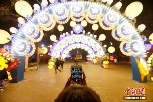 奇幻灯光节点亮北京欢乐谷