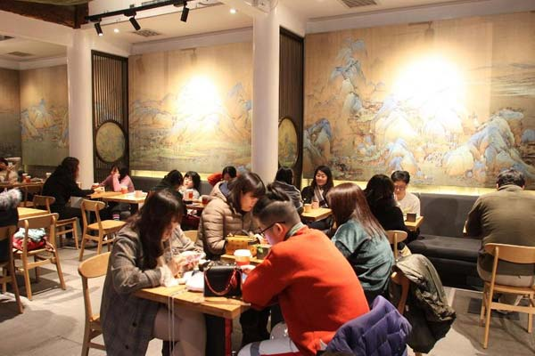 故宫角楼咖啡厅正式营业 千里江山图成亮点