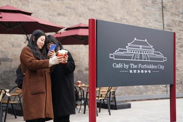 """北京故宫角楼咖啡开张 """"康熙最爱巧克力""""受追捧"""