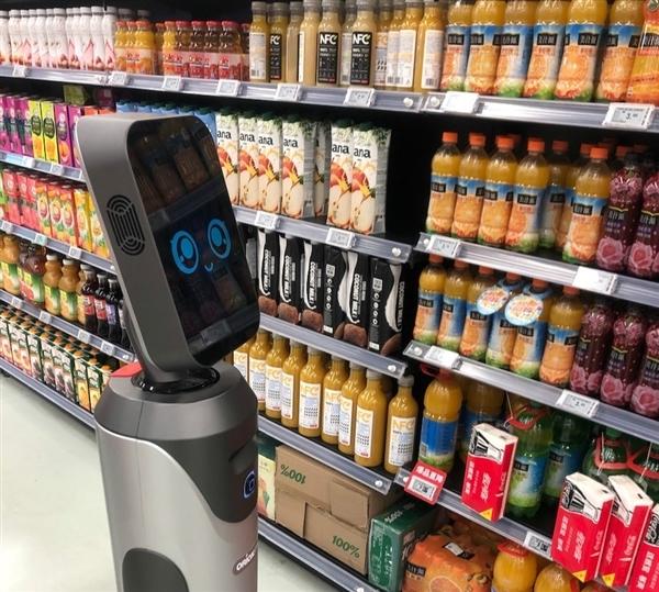 """猎豹移动旗下机器人导购""""豹小秘""""上岗北京超市"""