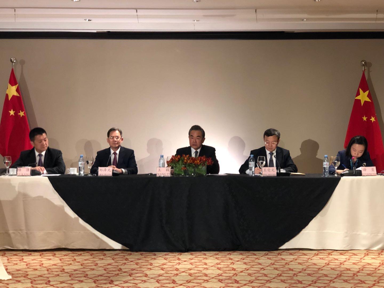 【时政快讯】王毅:中美就经贸问题达成共识 停止相互加征新的关税