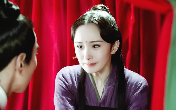 论白衣服装杨幂最美,但若要比气质刘亦菲才是王者