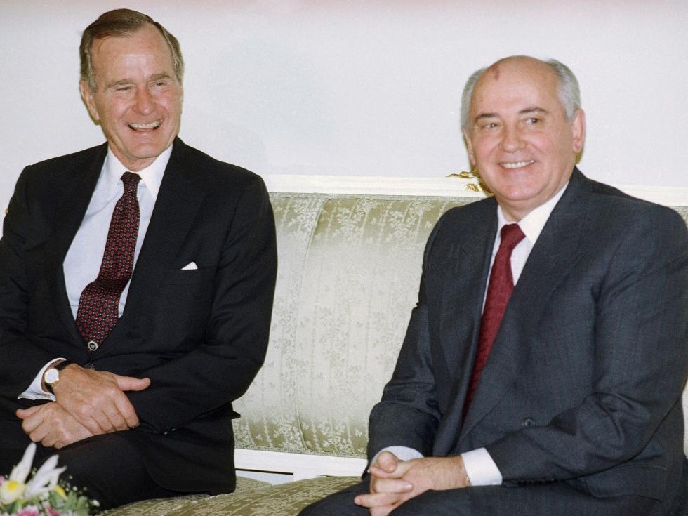 戈尔巴乔夫慰问老布什家属:他为结束冷战做了贡献