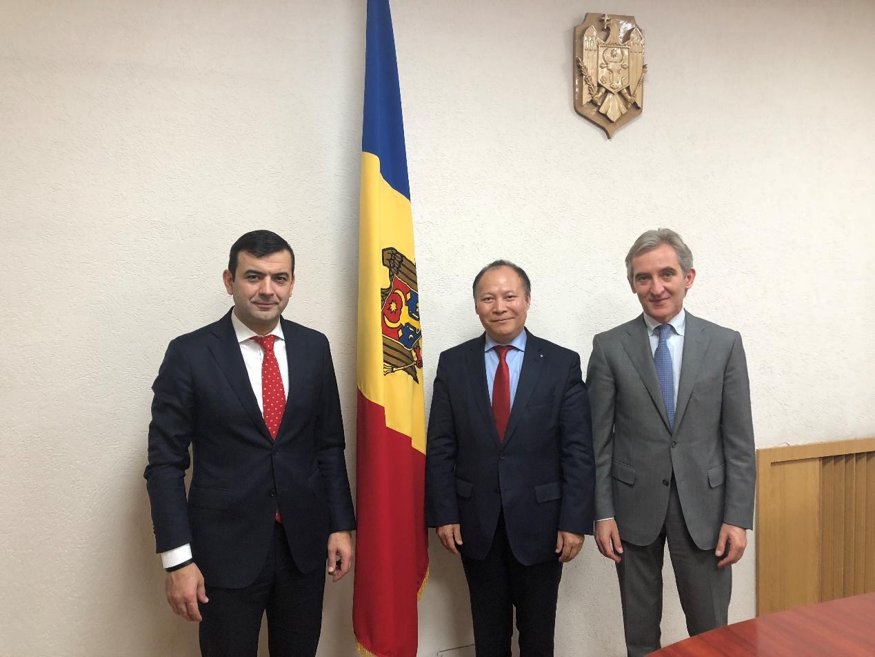 德国侨商会主席、黑森州参议员杨明应邀拜会摩尔多瓦共和国政府高层官员