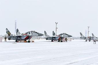 乌克兰接受一批新武器 能和俄罗斯一较高下?