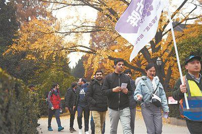 """中外友人参加""""南京安全区""""和平徒步活动"""