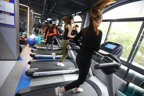 无人智能健身室亮相南京 邀约社区民众下楼跑步运动