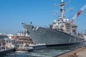 被撞的美国军舰修好下水